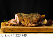 Купить «Готовое мясо баранины с чесноком, розмарином и луком», фото № 4323749, снято 14 мая 2010 г. (c) Food And Drink Photos / Фотобанк Лори