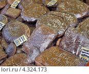 Купить «Тульские пряники на прилавке», фото № 4324173, снято 23 февраля 2013 г. (c) Самойлова Екатерина / Фотобанк Лори
