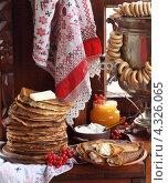 Купить «Натюрморт с блинами, сметаной, медом, творогом ,калиной, баранками и самоваром», фото № 4326065, снято 24 февраля 2013 г. (c) Марина Володько / Фотобанк Лори