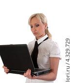 Блондинка с ноутбуком, изолировано на белом фоне. Стоковое фото, фотограф Андрей Некрасов / Фотобанк Лори
