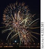 Купить «Яркий фейерверк на черном фоне», фото № 4332581, снято 5 августа 2012 г. (c) Юлия Машкова / Фотобанк Лори