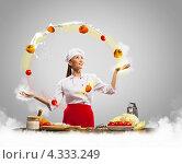 Купить «Восточная кухня. Очаровательная азиатская повариха в белом колпаке жонглирует продуктами среди облаков муки», фото № 4333249, снято 26 ноября 2012 г. (c) Sergey Nivens / Фотобанк Лори