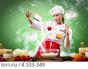 Купить «Волшебница на кухне. Очаровательная китаянка в поварском колпаке готовит ужин среди летающих в воздухе продуктов», фото № 4333349, снято 26 ноября 2012 г. (c) Sergey Nivens / Фотобанк Лори