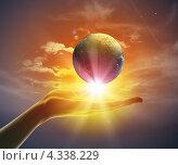 Купить «Планета Земля на ладони в солнечных лучах», фото № 4338229, снято 25 марта 2019 г. (c) Sergey Nivens / Фотобанк Лори