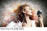 Купить «Молодая романтическая певица со светлыми волосами на красочном фоне», фото № 4338925, снято 25 апреля 2019 г. (c) Sergey Nivens / Фотобанк Лори