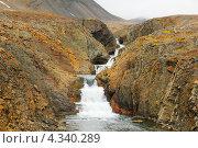 Водопад в скалах. Стоковое фото, фотограф Наталия Давидович / Фотобанк Лори