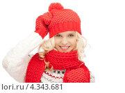 Купить «Очаровательная счастливая девушка в красных рукавицах и шапке на белом фоне», фото № 4343681, снято 26 сентября 2018 г. (c) Syda Productions / Фотобанк Лори