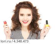 Купить «Веселая девушка с лаком для ногтей», фото № 4348473, снято 3 января 2010 г. (c) Syda Productions / Фотобанк Лори