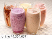 Различные фруктовые коктейли или смузи. Стоковое фото, фотограф Francesco Perre / Фотобанк Лори