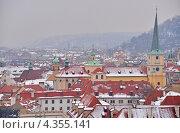 Вид на Прагу по пути из Пражского Града (2013 год). Стоковое фото, фотограф Александра / Фотобанк Лори