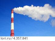 Купить «Заводская дымовая труба на фоне синего неба», фото № 4357841, снято 23 февраля 2013 г. (c) Алексей Кириллов / Фотобанк Лори