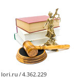 Купить «Фигурка Фемиды, молоток и книги», фото № 4362229, снято 22 сентября 2012 г. (c) Ласточкин Евгений / Фотобанк Лори