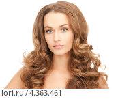 Купить «Очаровательная молодая женщина с волнистыми длинными распущенными волосами крупным планом», фото № 4363461, снято 10 октября 2010 г. (c) Syda Productions / Фотобанк Лори