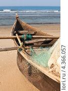 Купить «Рыбацкая лодка на берегу. Вертикально.», фото № 4366057, снято 25 января 2012 г. (c) Victoria Demidova / Фотобанк Лори