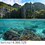 Фото с острыми скалами и красивым коралловым рифом на Филиппинах. Стоковое фото, фотограф Soft light / Фотобанк Лори