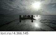 Интересный закат с отражением на поверхности пирса. Стоковое видео, видеограф Soft light / Фотобанк Лори