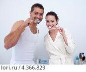 Купить «Радостная пара чистит зубы в ванной», фото № 4366829, снято 9 октября 2009 г. (c) Wavebreak Media / Фотобанк Лори