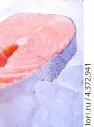 Купить «Кусок красной рыбы - лосось на льду», фото № 4372941, снято 7 марта 2013 г. (c) Владимир Агапов / Фотобанк Лори