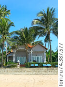 Купить «Уютные домики в отеле на берегу моря в тропиках. Вьетнам», эксклюзивное фото № 4387577, снято 10 декабря 2008 г. (c) Татьяна Белова / Фотобанк Лори