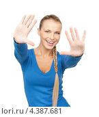 Купить «Счастливая молодая женщина размахивает руками на белом фоне», фото № 4387681, снято 8 мая 2010 г. (c) Syda Productions / Фотобанк Лори