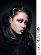 Купить «Портрет молодой брюнетки с ярким художественным макияжем и металлическим украшением в волосах», фото № 4388045, снято 8 февраля 2013 г. (c) Максим Бондарчук / Фотобанк Лори