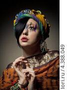 Купить «Портрет брюнетки с фэшн макияжем в платке и украшениях», фото № 4388049, снято 8 февраля 2013 г. (c) Максим Бондарчук / Фотобанк Лори