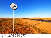 """Купить «Дорожный знак """"Конец зоны запрещения обгона""""», фото № 4390277, снято 11 сентября 2012 г. (c) yeti / Фотобанк Лори"""