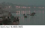 Утро на реке Ганга (2011 год). Стоковое видео, видеограф Максим Марков / Фотобанк Лори