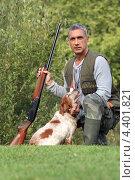 Купить «Охотник с собакой», фото № 4401821, снято 28 сентября 2010 г. (c) Phovoir Images / Фотобанк Лори