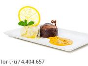 Лава кейк с облепиховым вареньем. Стоковое фото, фотограф Vas Pakulov / Фотобанк Лори