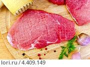 Купить «Мясо отбитое с молотком», фото № 4409149, снято 26 февраля 2013 г. (c) Резеда Костылева / Фотобанк Лори