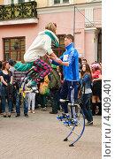Купить «Джамперы в день мыльных пузырей Dreamflash на Арбате», эксклюзивное фото № 4409401, снято 22 апреля 2012 г. (c) Алёшина Оксана / Фотобанк Лори