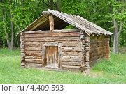 Купить «Старинная избушка в национальном парке «Пирогово»», фото № 4409593, снято 10 мая 2009 г. (c) Алексей Сергеев / Фотобанк Лори