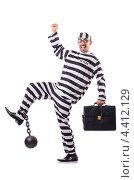 Купить «Осужденный преступник в полосатой форме», фото № 4412129, снято 20 ноября 2012 г. (c) Elnur / Фотобанк Лори