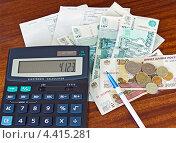 Подсчёт коммунальных платежей (2013 год). Редакционное фото, фотограф Александр Басов / Фотобанк Лори