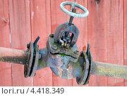 Купить «Вентиль на водопроводной трубе», эксклюзивное фото № 4418349, снято 4 января 2013 г. (c) Юрий Морозов / Фотобанк Лори