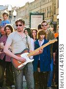 Купить «Уличные рок-музыканты на параде мыльных пузырей Dreamflash», эксклюзивное фото № 4419153, снято 22 апреля 2012 г. (c) Алёшина Оксана / Фотобанк Лори