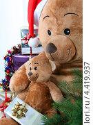 Купить «Подарки на Новый год», фото № 4419937, снято 30 сентября 2010 г. (c) Phovoir Images / Фотобанк Лори