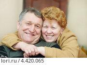 Купить «Счастливая пожилая семейная пара. Женщина обнимает супруга», фото № 4420065, снято 17 февраля 2013 г. (c) Дмитрий Калиновский / Фотобанк Лори