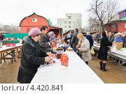 Купить «Освящение куличей и яиц в канун Пасхи», эксклюзивное фото № 4420841, снято 14 апреля 2012 г. (c) Алёшина Оксана / Фотобанк Лори