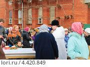 Купить «Освящение куличей и яиц в канун Пасхи», эксклюзивное фото № 4420849, снято 14 апреля 2012 г. (c) Алёшина Оксана / Фотобанк Лори