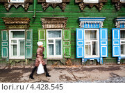 Купить «Крупным планом резной фасад деревянного дома в центре города Иркутска, Россия», фото № 4428545, снято 7 марта 2013 г. (c) Николай Винокуров / Фотобанк Лори