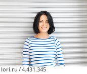 Купить «Очаровательная студентка с темными волосами в голубой тельняшке», фото № 4431345, снято 7 апреля 2012 г. (c) Syda Productions / Фотобанк Лори