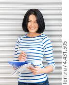 Купить «Очаровательная студентка с темными волосами в голубой тельняшке», фото № 4431505, снято 7 апреля 2012 г. (c) Syda Productions / Фотобанк Лори