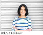 Купить «Очаровательная студентка с темными волосами в голубой тельняшке», фото № 4431637, снято 7 апреля 2012 г. (c) Syda Productions / Фотобанк Лори