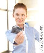 Купить «Счастливая деловая женщина с банковской картой», фото № 4432481, снято 10 апреля 2012 г. (c) Syda Productions / Фотобанк Лори