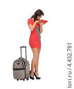 Привлекательная девушка с чемоданом на колесиках на белом фоне. Стоковое фото, фотограф Syda Productions / Фотобанк Лори