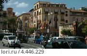 Вид центральной площади Торквато Тассо в Сорренто, Италия (2011 год). Редакционное видео, видеограф Михаил Марков / Фотобанк Лори