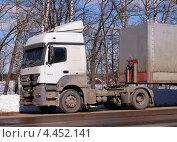Купить «Mersedes Axor - двухосный седельный тягач», фото № 4452141, снято 28 марта 2013 г. (c) Павел Кричевцов / Фотобанк Лори