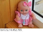 Купить «Кукла на окне», фото № 4452765, снято 29 марта 2013 г. (c) Плотников Михаил / Фотобанк Лори